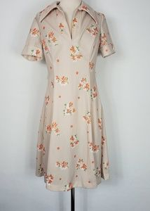 1970s Unlabeled Light Tan Floral Poly Dress